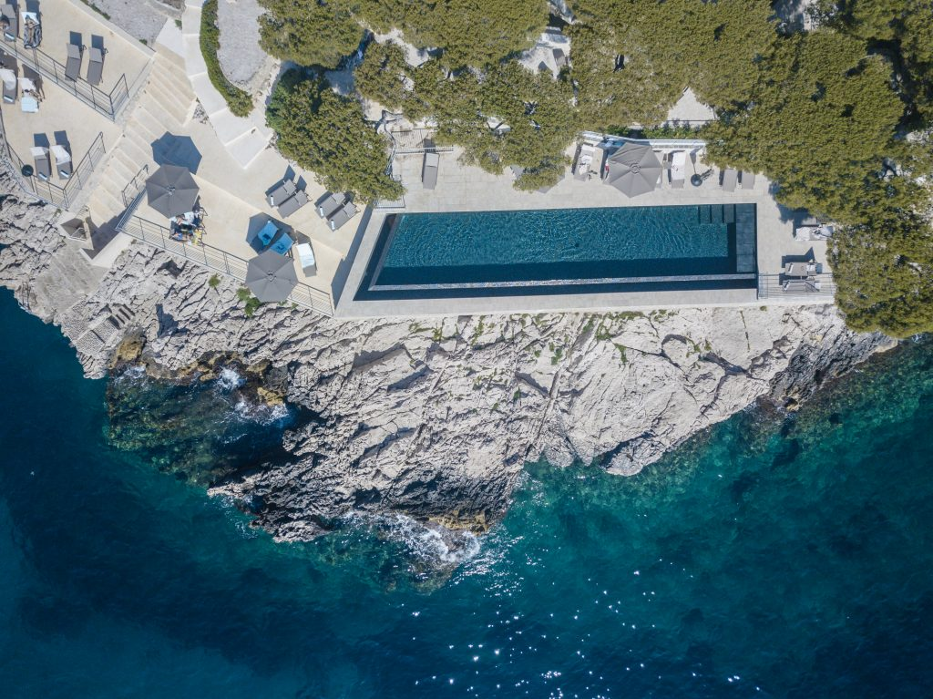 Cassis - Les Roches Blanches - Hotel - Vue drone piscine