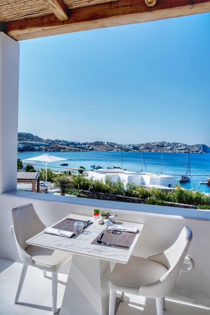 Katikies Hôtel Mykonos | Déjeuner avec vue sur la mer